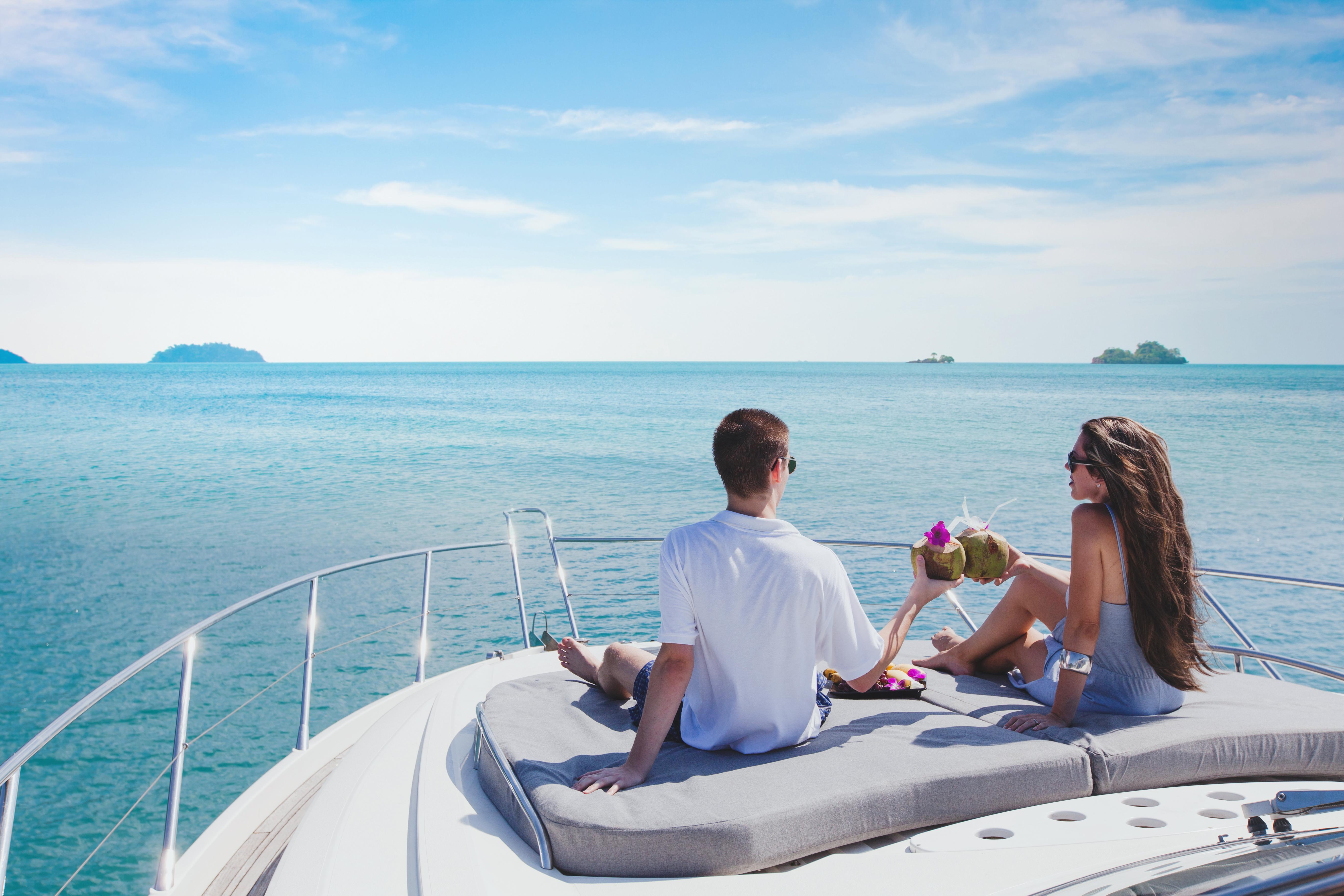 千萬遊艇與億萬星空的盛夏交響曲,獨特的遊艇Villa體驗!